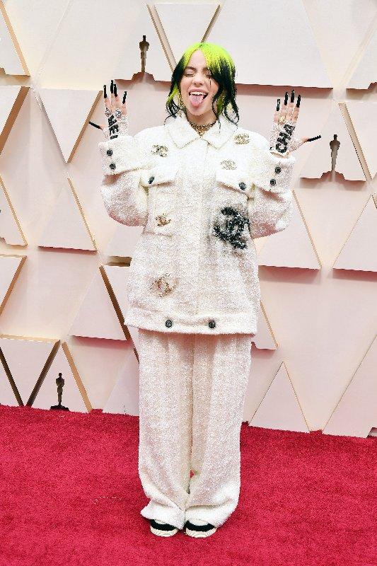 Photo de Billie Eilish sur le tapis rouge des Oscars en 2020.